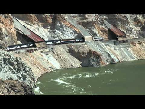 http://turizm-puteshestvuem.ru/wp-content/uploads/2013/04/train-rocky-mountaineer-in-canada-foto.jpg- На поезде «Роки Маунтинир» вдоль реки Фрейзер в Канаде - http://turizm-puteshestvuem.ru/canada/along-fraser-river-train-rocky-mountaineer.html