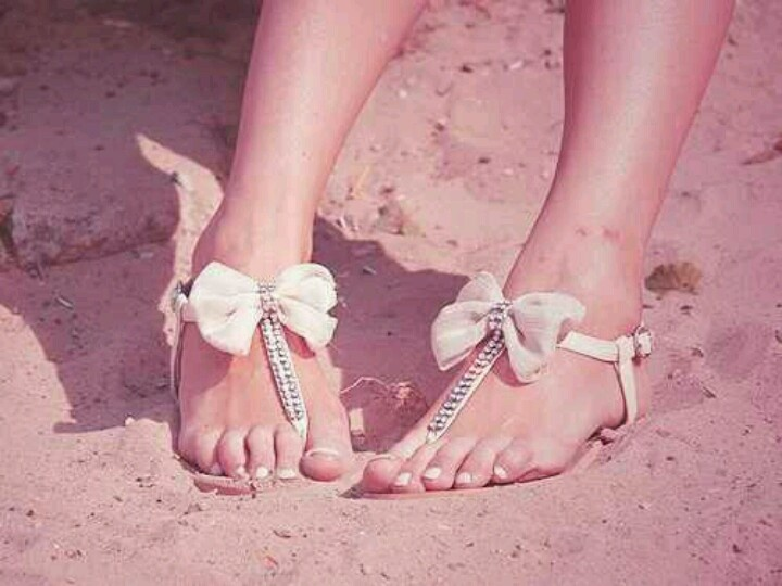 Sandals (bow)