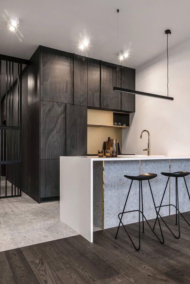 Minimalistyczna Kuchnia W Ciemnych Kolorach Kitchen Decor Home Furniture