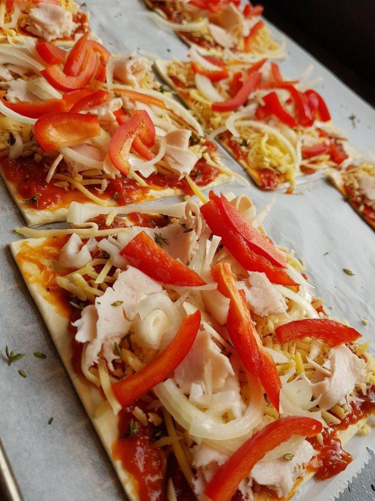 Snelle mini pizza, pizza, mini pizza, kinderpizza, bladerdeeg, bladerdeeg pizza, recept, makkelijk, snel, hapje, snack, lunch, hoofdgerecht, avondeten, makkelijk recept, kidsproof, snel recept, inspiratie, eten, food, easy, simpel, cheese, kaas, tosti quick, bladerdeeghapjes, lekker eten, feestje, high tea, verjaardag, dutchblogger, foodblog, foodblogger