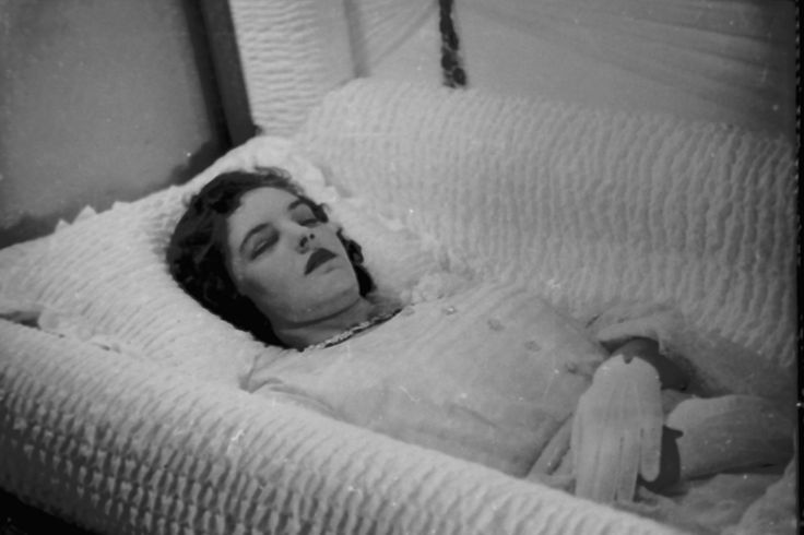 Dead Women In Caskets Woman in casket | Post-Mortem Photos ...