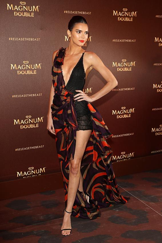 Festival de Cine de Cannes 2016 Acto: Evento de Magnum. Fecha: 12 de mayo de 2016. En la imagen: Kendall Jenner, con un vestido asimétrico, de Versace.