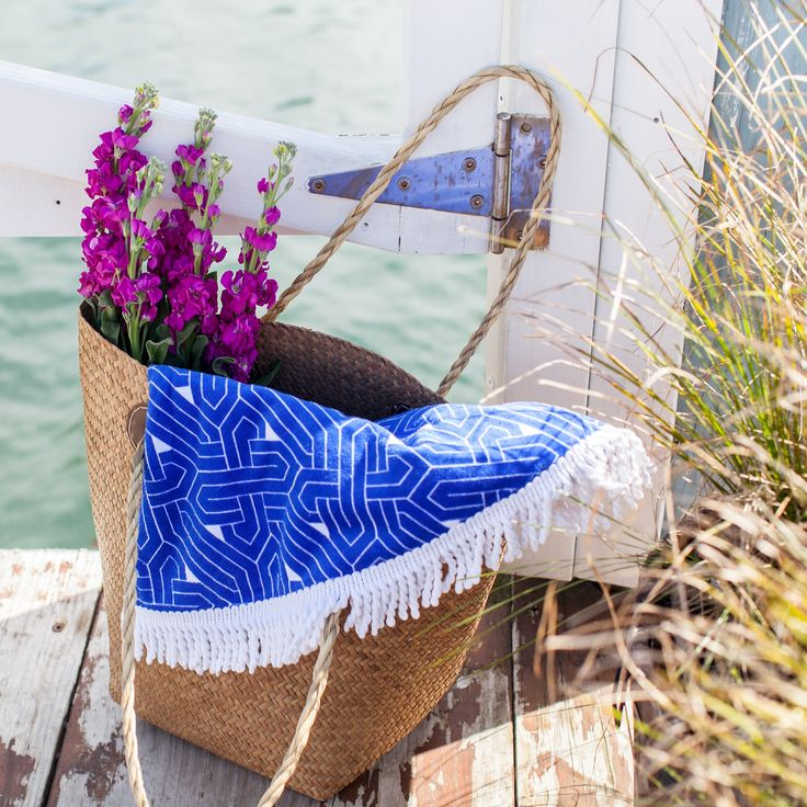 our new round beachtowels: New York in Dazzling Blue