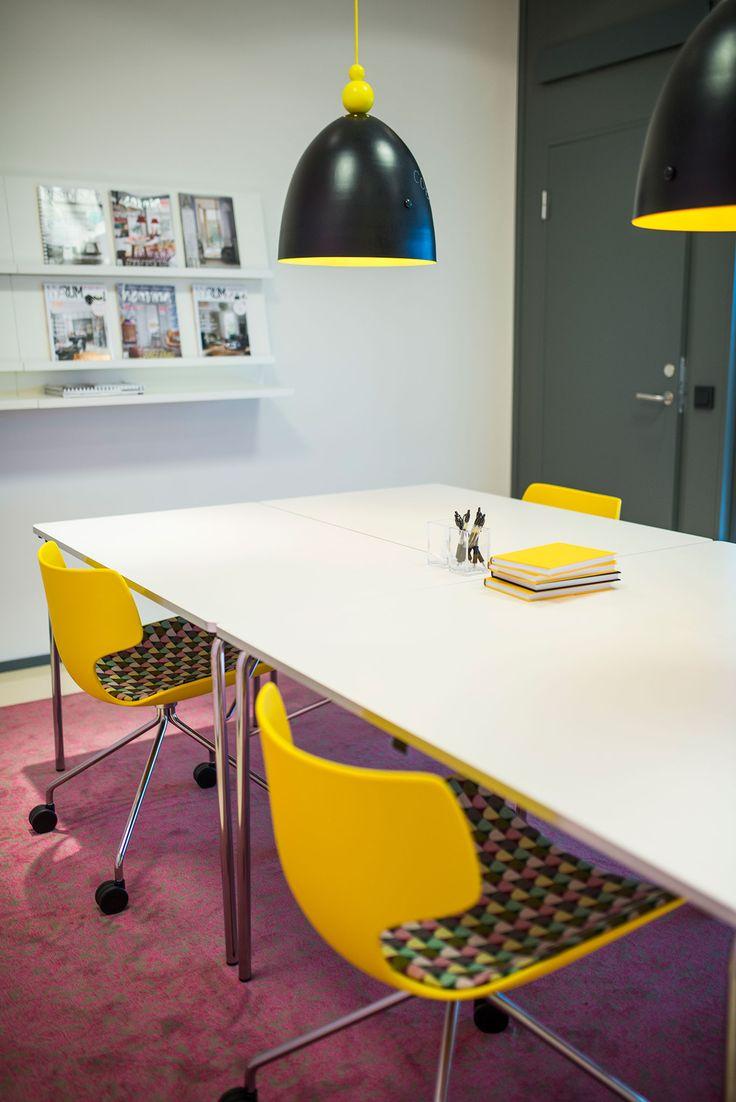Bone chair, design: Steinar Hindenes, Lars Tornøe & Atle Tveit | Mayflower table, design: Thomas Bernstrand & Lars Pettersson | Expo magazine holder, design: Monika Mulder