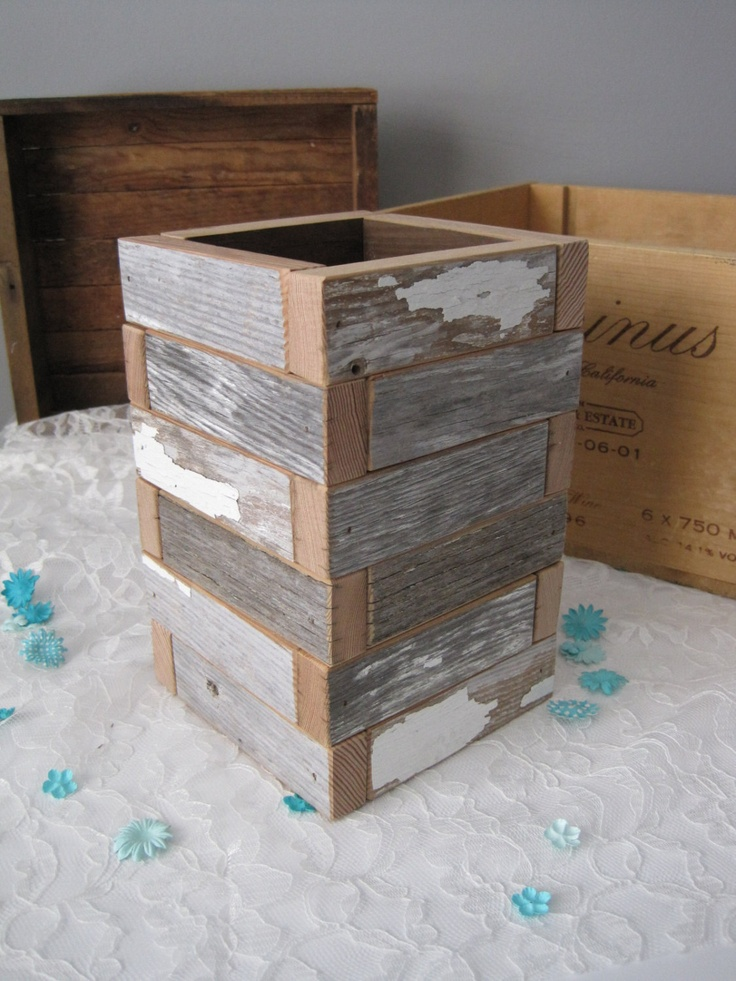 C H I P P Y wood box / reclaimed wood planter box. $36.00, via Etsy. - 9 Best Images About PLANTENBAK On Pinterest Diy Planter Box