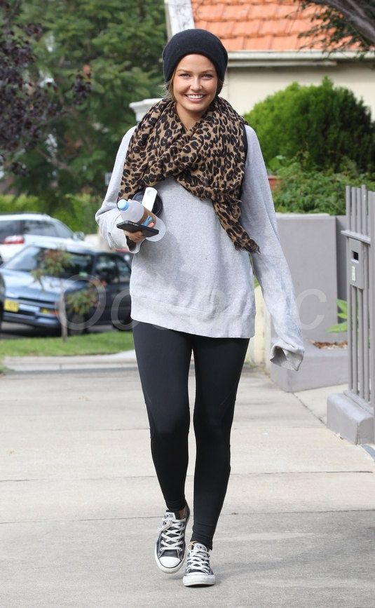 Lara Bingle does casual so well