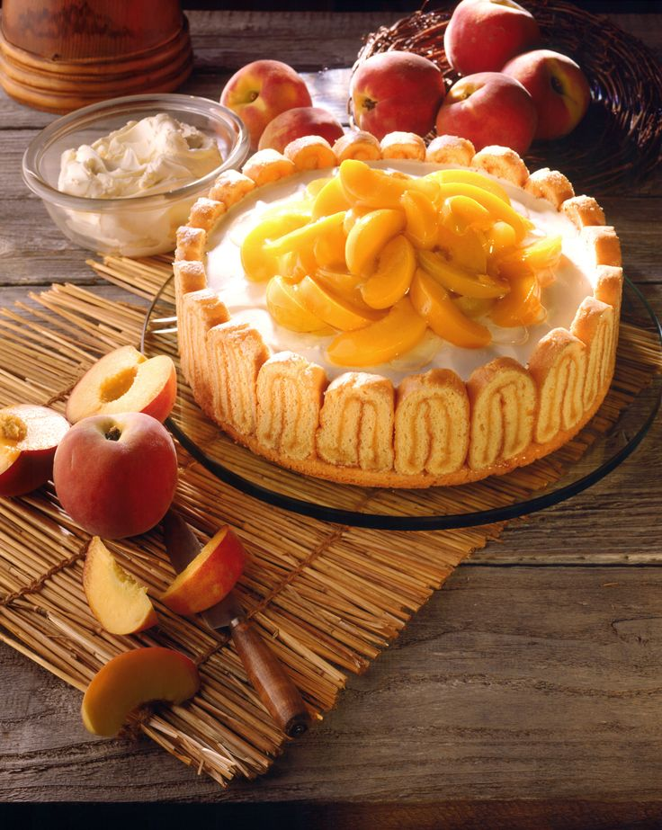 Pfirsich-Mascarpone-Torte | Kalorien: 426 Kcal - Zeit: 2 Std. | http://eatsmarter.de/rezepte/pfirsich-mascarpone-torte