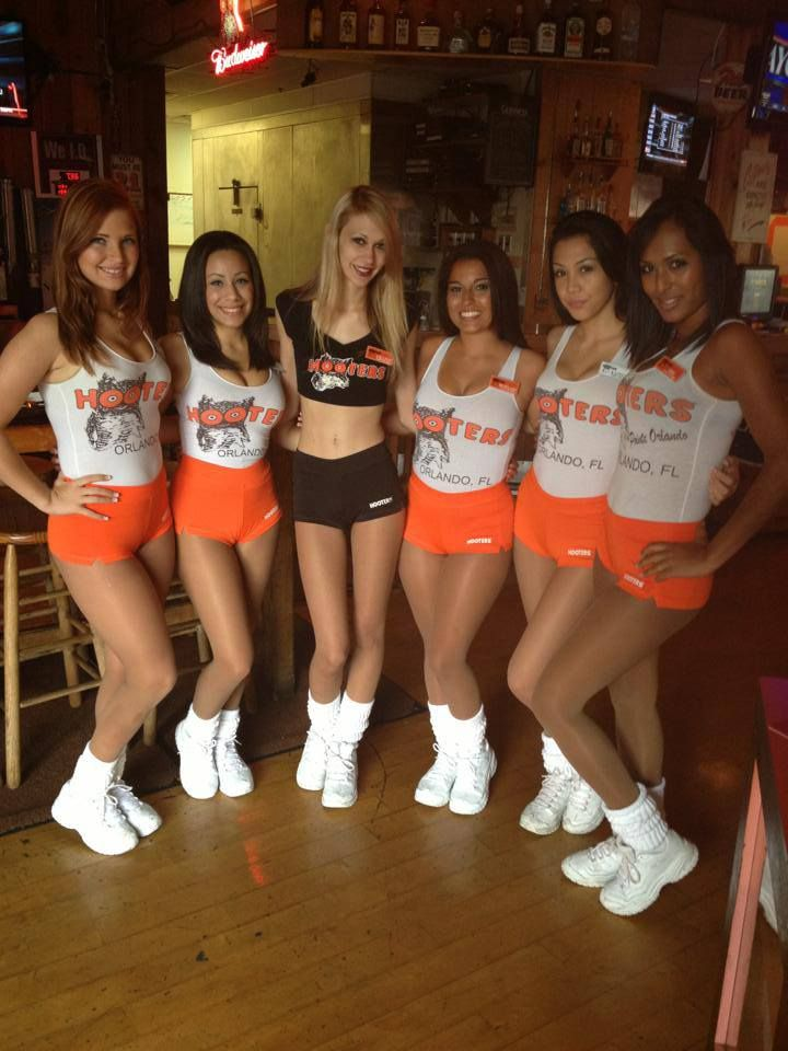 from Roberto traverse city hooters girls