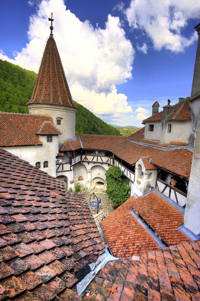 Castelul Bran (1377 - 1382) curtea interioară, Str. General Moșoiu Traian 495-498, Bran; arh. Johannes Schultz și Karel Liman
