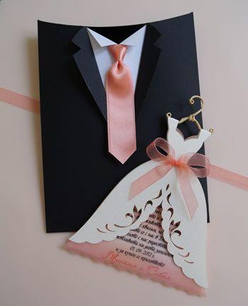 Este cuadro de invitación nupcial elegante es una hermosa adición a la invitación de Vestido de novia, que se puede encontrar aquí:  Invitación de vestido novia - http://www.etsy.com/listing/98668427/  ◙ Materiales utilizados: esta caja se hace de papel de lujo y las corbatas se hacen del satén.  ◙ Color: el color de las cajas puede ser por encargo para usted dependiendo de sus preferencias.  -------------------------PRICING-------------------------  El precio que ves...