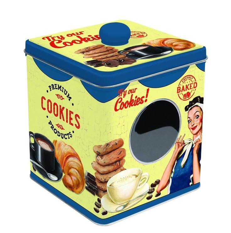 Nella tua cucina non possono mancare queste splendide scatole in latta per biscotti vintage. Sono semplicemente fantastiche, uniche ed inimitabili. Che ne pensi? Personalmente io le adoro. I tuoi bambini ne saranno entusiasti… e poi che dire? Quando in cucina ci sono i colori, i profumi, i ricordi tutti cuciniamo meglio e con buon umore. …