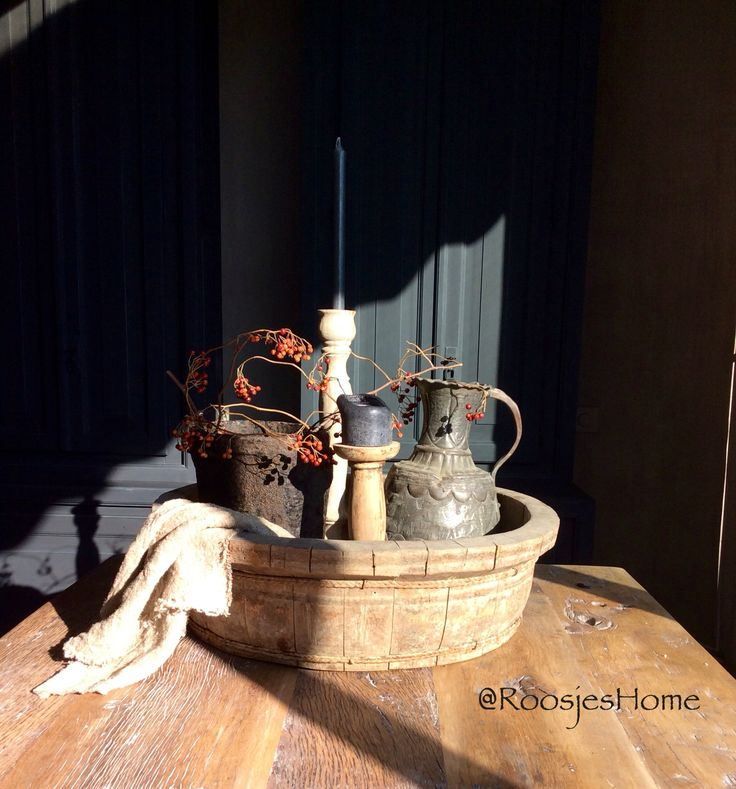 Oude Hoffz pot en antiek tinnen kan combineren mooi in de houten bak ❤️