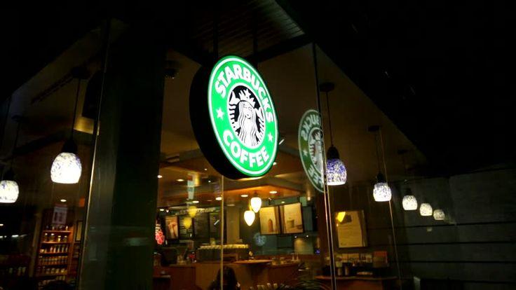 Setelah Muhammadiyah di Indonesia Kelompok Hak Asasi Malaysia Serukan Boikot Starbucks  Starbucks di Kuala Lumpur Malaysia  KUALA LUMPUR (SALAM-ONLINE): Kelompok HAM Pribumi Perkasa Malaysia Ahad (2/7) mendesak umat Islam secara nasional untuk memboikot Starbucks lantaran kedai kopi ini mendukung komunitas lesbian gay biseksual dan transgender (LGBT).  Seruan ini disampaikan sehari setelah ormas Islam Muhammadiyah di Indonesia menyerukan hal yang sama. Kelompok HAM Perkasa Malaysia ini juga…