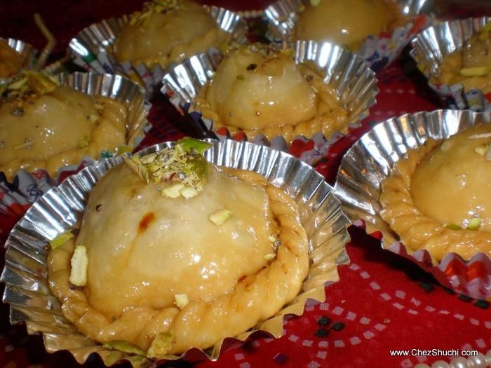 Happy Holi to everyone!! Chandrakala, a traditional North Indian Dessert for Holi!!सभी पाठकों को होली की हार्दिक शुभकामनायें. होली के पावन पर्व पर बनाएँ चंद्रकला! शुचि http://www.chezshuchi.com/Chandrakalah.html