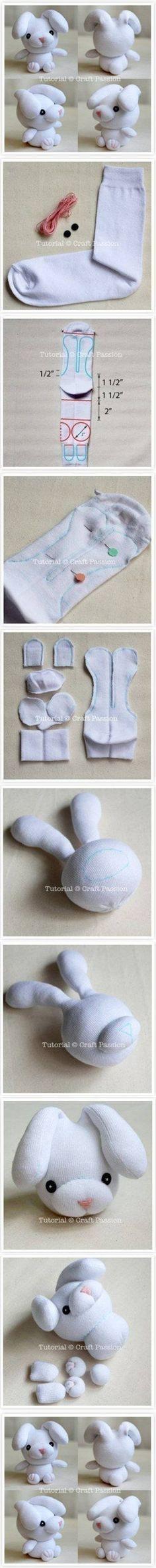 Süsses Häschen aus alter Socke machen.