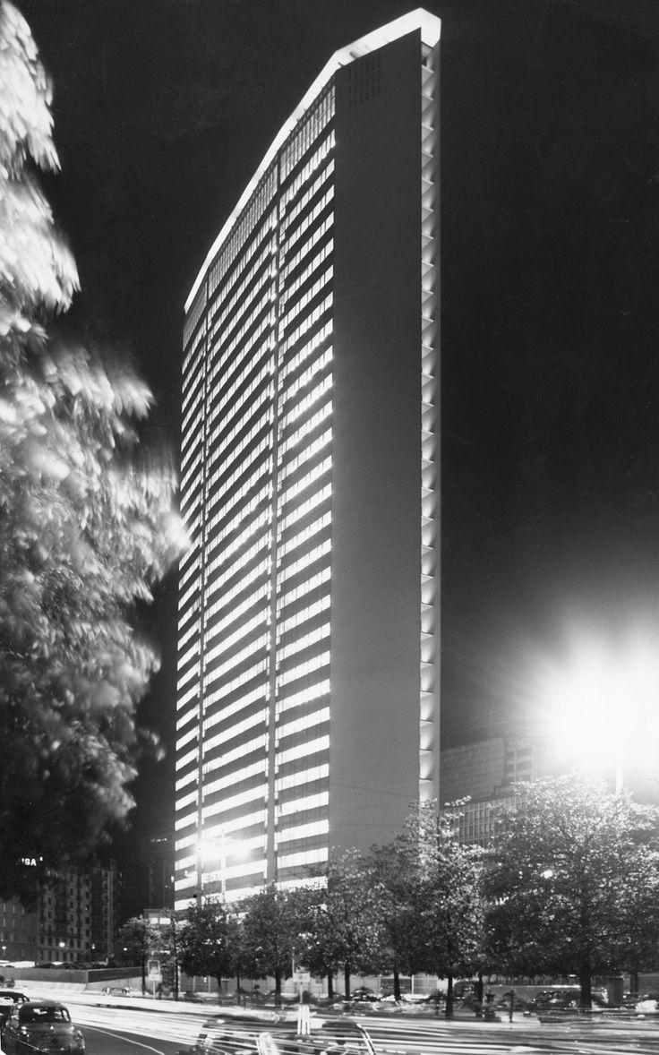 Il Pirellone Milano progettato da  Gio Ponti, Giuseppe Valtolina, Pier Luigi Nervi, Antonio Fornaroli, Alberto Rosselli, Giuseppe Rinardi e Egidio Dell'Orto 1958