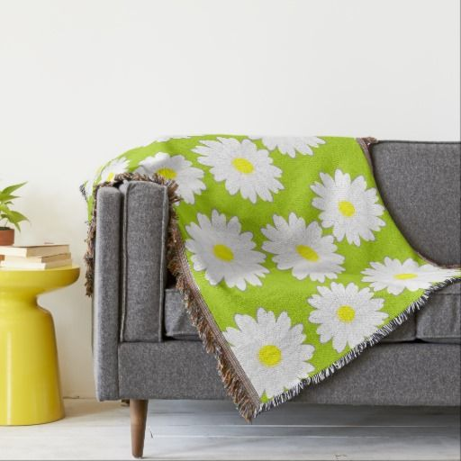Daisy pattern on green background throw blanket