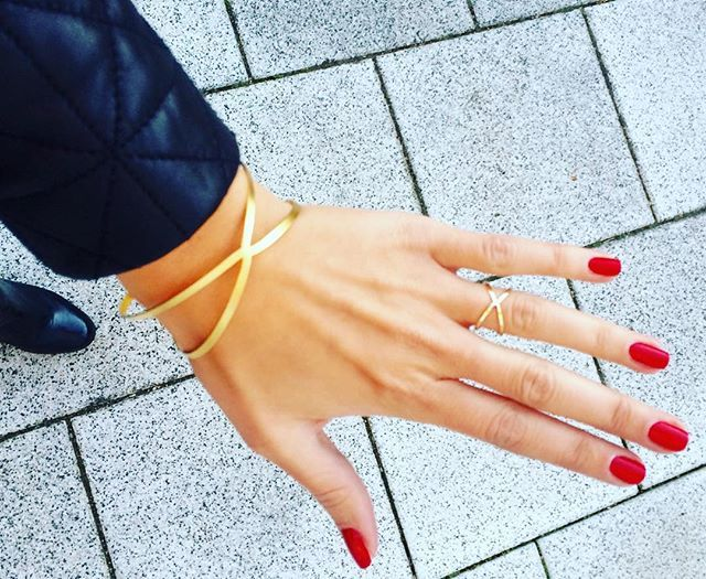 Must-have Statement Ring und Armband aus vergoldetem Messing.  #siamorejewelry#bracelet#ring#armband#Ring#shlomitofrir#fashionblogger#schmuck#vergoldet#girlswithjewelry#girlswithjewels#schmuckblogger#fashion#outfitoftheday#autumn#autumnfashion#goldplatedjewelery#goldplated#musthave#limitedstock