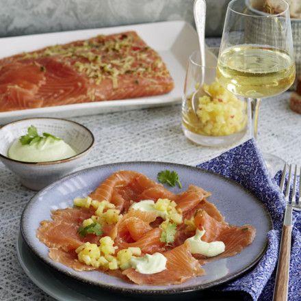Asia-Graved Lachs mit Wasabi-Schmand und Ananas-Salsa Rezept