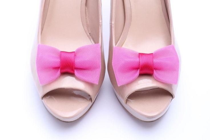 Urocze, różowe klipsy do butów w kształcie kokardek :)  Do kupienia w sklepie internetowym Madame Allure!