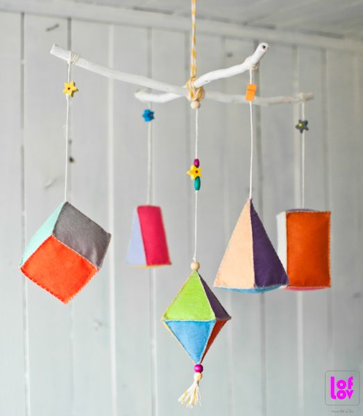Mobil with geometric shapes  http://www.pinterest.com/loflov/ #mobile #geometric #felt