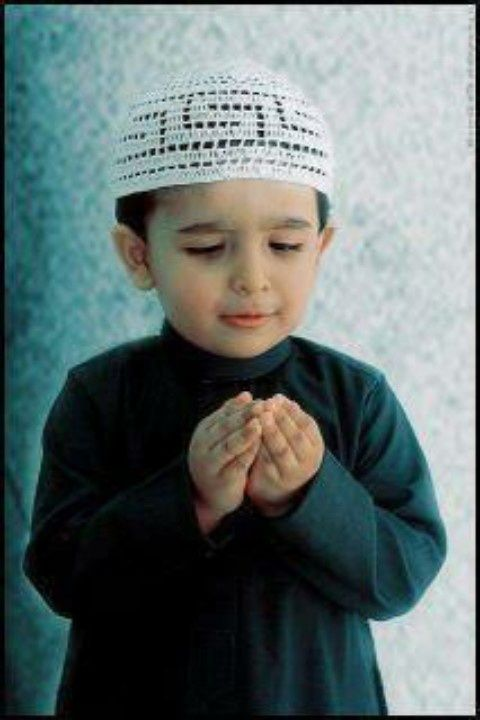 Little praying boy