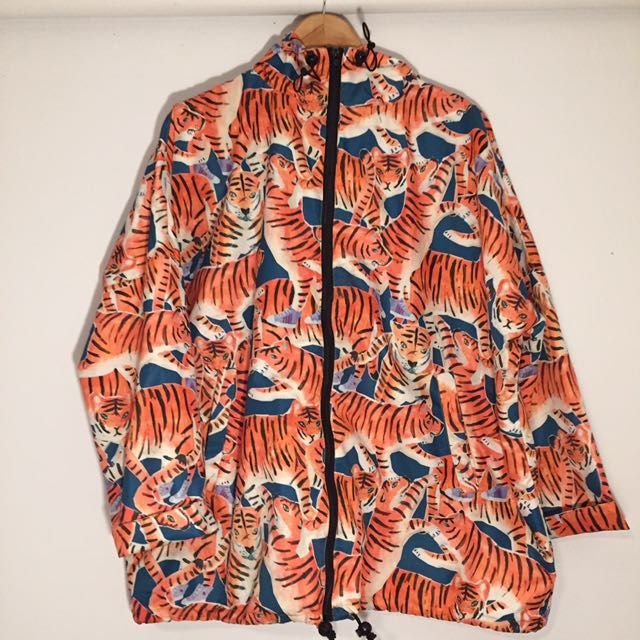 Buy Gorman Hidden Dragon Raincoat in Melbourne,Australia. Attention fellow chunky-yet-funky sisters!!  Used but well looked after, Gorman Hidden Dragon Raincoat. Online exclusive.   Size M/L / Size 14-22 Chat to Buy