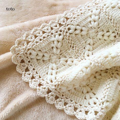 縁編み✨こんな感じに編んでみました。 結果的にボリュームが出て豪華になりました✨ #編み物 #手編み #かぎ針編み #ミニブランケット #ひざかけ #モチーフ編み #モチーフ繋ぎ #縁編み #アイボリー #メリノウール #コットン糸 #ハンドメイド #手仕事 #crochet #crochetlife #crochetlove #crochetblanket #handmade #ivory #merinowool #cottonyarn #ミンネ #minne販売中