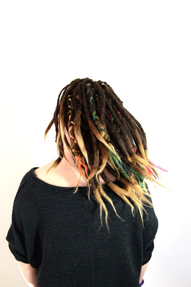 This is Bella, about two years ago I made dreadlocks on her hair. They are forming very nicely and taking a realy good shape. On her last dreadlovin appointment she decided that she wanted som colour added to her hair. I did some yarn dreadlock braids on her hair. Do you want to do this in your hair? You can find the full tutorial at
