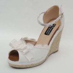 Variedad de modelos en alpargatas para la boda, muy cómodas y baratas ,  podrás usarlas como segundo par de zapatos durante la fiesta y el baile  nupcial