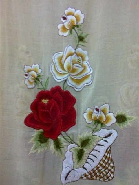 Kebaya encim antik terbuat dari kain  paris berwarna kuning dengan bordiran bunga mawar berwarna merah dan  kuning yang indah. Kebaya ini ...