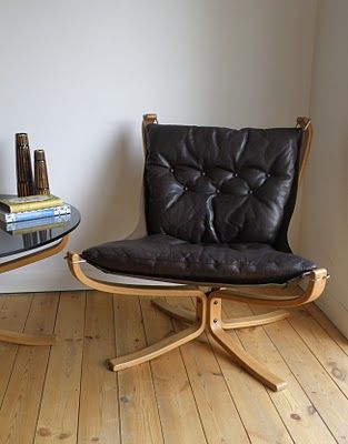 Falcon Chair natural timber frame