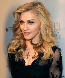 Madonna rocks blonde waves #wavyhair