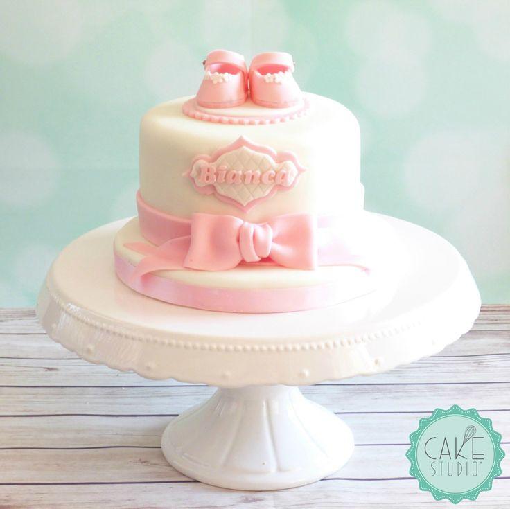 torta con scarpine e fiocco