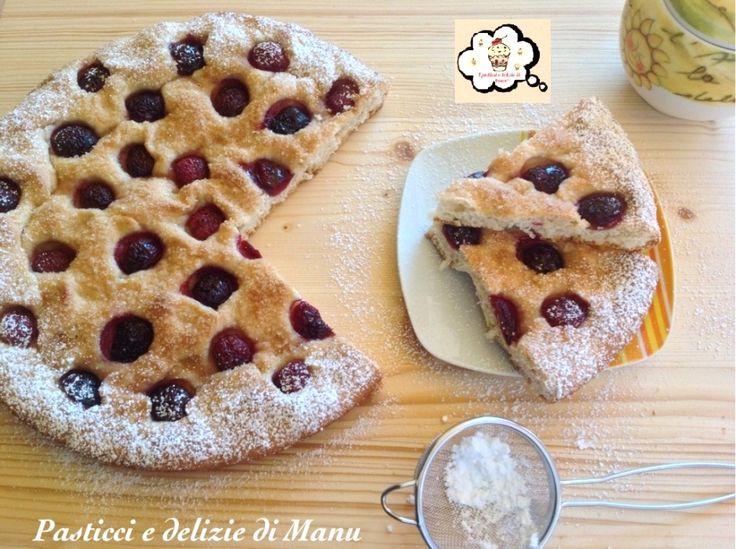 FOCACCIA DOLCE CON CILIEGIE Una ricetta molto semplice da preparare, un dolce nutriente e adatto anche ai bambini per la colazione e la merenda di tutti i giorni.