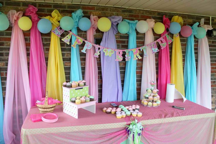 Hang Plastic Table Clothes For Background Decoration