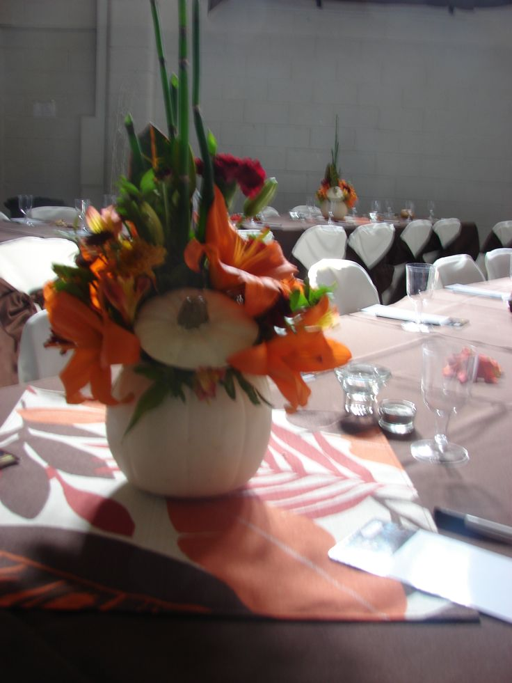 fun fresh table centers for an autumn wedding designed by Poppy Parsons Aifd #SmartFlowers