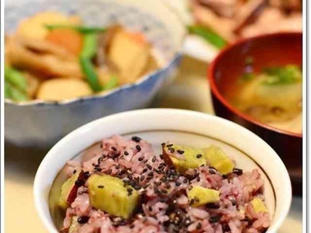 黒米とさつま芋の炊き込みごはんの画像