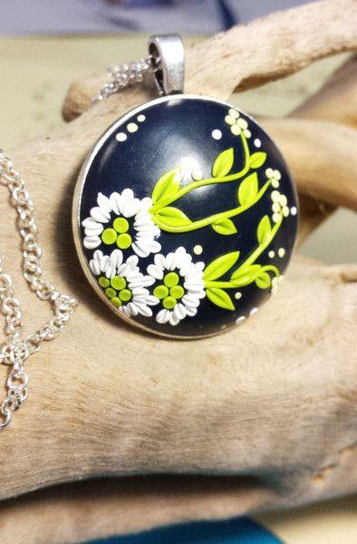 Collana con ciondolo floreale di Cloud Jewelry su DaWanda.com