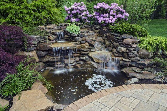 Klinker-Einfassung der Terrasse-künstlicher Wasserfall mit - garten steinmauer wasserfall