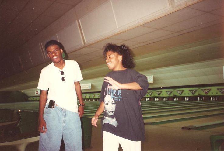 BWAH HA HA HA HA HA! We was out bowling in the MIA. Poor Winston! The look on his face is priceless! This is called the look of defeat when U are gettin' your azz #WHOOPED by some girls. And Paula's azz was showin' out too! My gurl did the George Jefferson strut & rolled off on his azz! #LMFAO #Funtimes #Justcrazy smdh