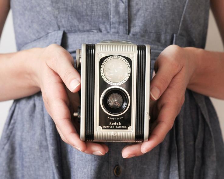 Kodak DuaflexBeautifulkodak Iphone, Duaflex Twin, Originals Kodak, Female Photographers, Vintage Cameras, Holding Cameras, Beautifull Kodak Duaflex, Beautifull Kodak Iphone, Beautiful Kodak Iphone
