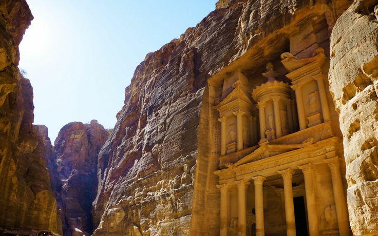 Historiske Petra i Jordan. Rejs på ferie med Apollo til vinter. Se mere på http://www.apollorejser.dk/rejser/asien/jordan