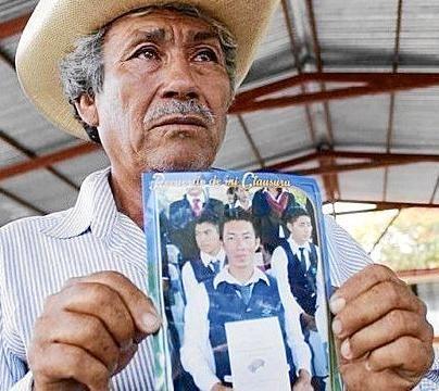 """""""Nos sentimos traicionados, molestos, indignados por la actitud que Peña Nieto tuvo durante la reunión. No se comprometió más que a crear una Fiscalía Especial que no servirá de nada"""