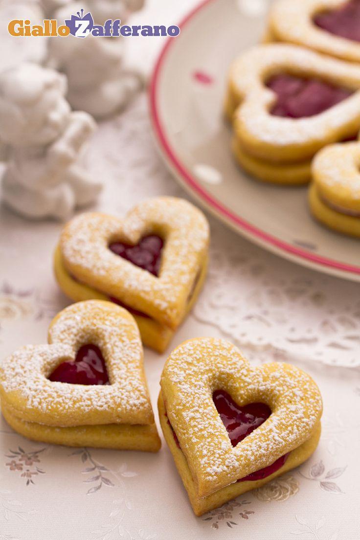 I #BISCOTTI di SAN #VALENTINO (Valentine's Day linzer tarts) sono dei golosi dolcetti a forma di #cuore ripieni di #marmellata da sgranocchiare con la propria dolce metà! #ricetta #GialloZafferano #italianfood #italianrecipe #ValentinesDay  http://speciali.giallozafferano.it/san-valentino