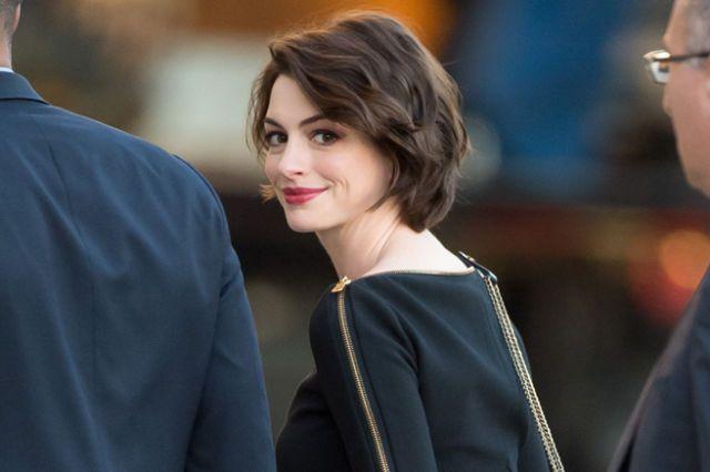 Anne Hathaway's Oscar Hosting Advice - Elle