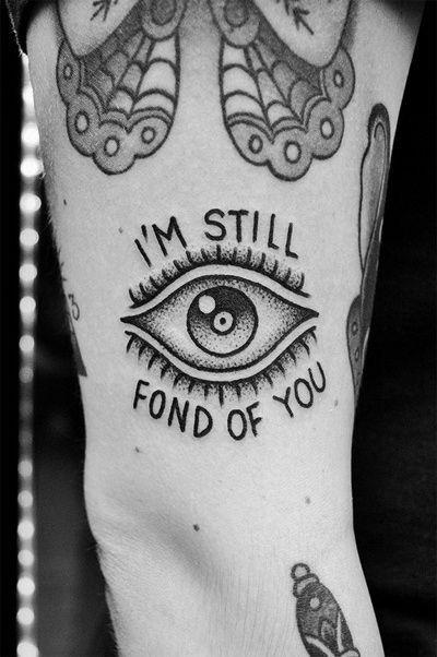 White fot in pupil of triangle eye Follow @lizzilelizard