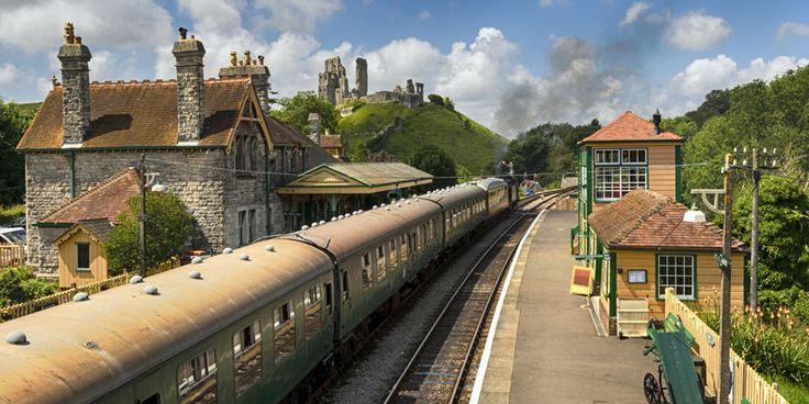 steam-train-at-corfe-castle-station-dorset