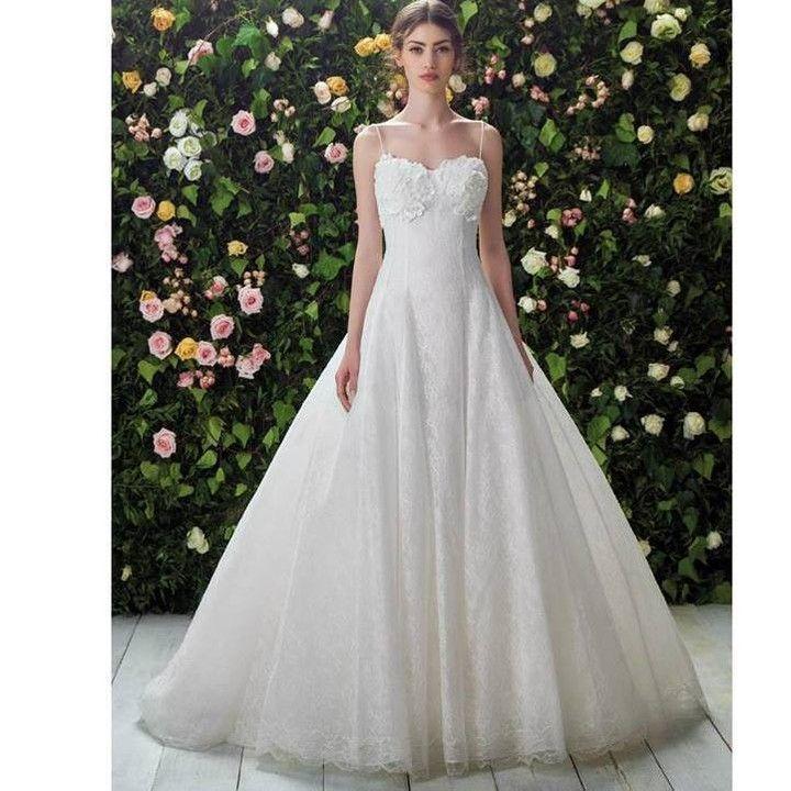 Un abito romantico con scollo a cuore dalla collezione Blumarine disponibile negli Atelier Passaro.