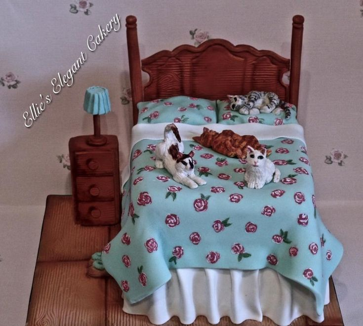 Cats on the bed by Ellie @ Ellie's Elegant Cakery
